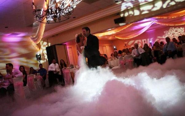 Poza dansul mirilor pe nori din gheata carbonica